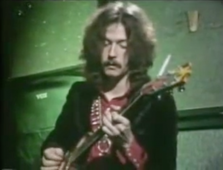 A 23 Year Old Eric Clapton Demonstrates His Unique Guitar Playing Style In a 1968 Interview