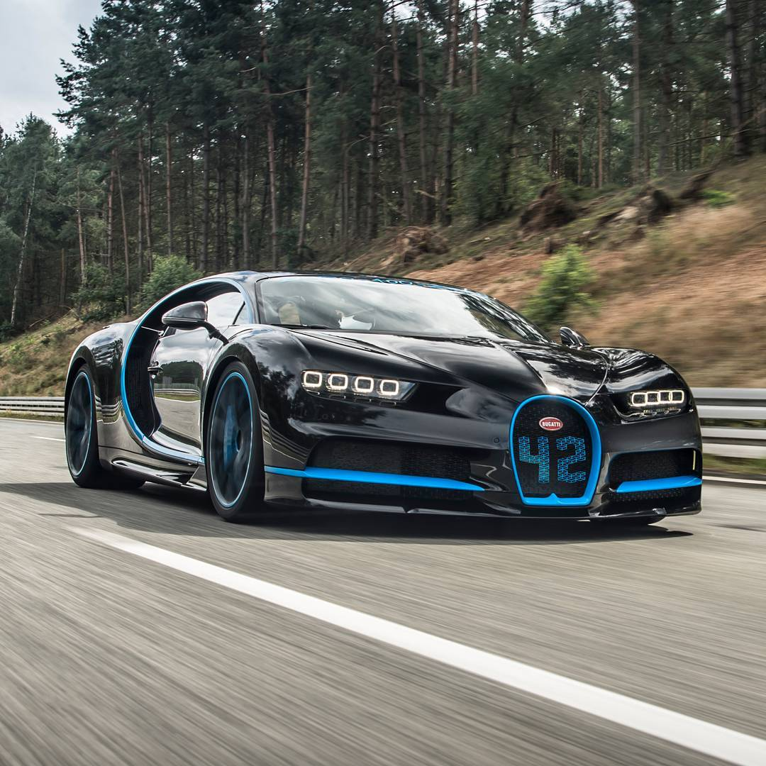 2017 bugatti chiron sets world record for going from 0 to 249mph and back to 0 in 42 seconds. Black Bedroom Furniture Sets. Home Design Ideas
