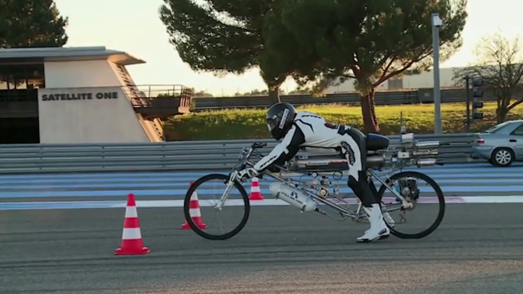 Daredevil Sets World Record Reaching 207mph On a Rocket-Propelled Bicycle In Just 4.8 Seconds