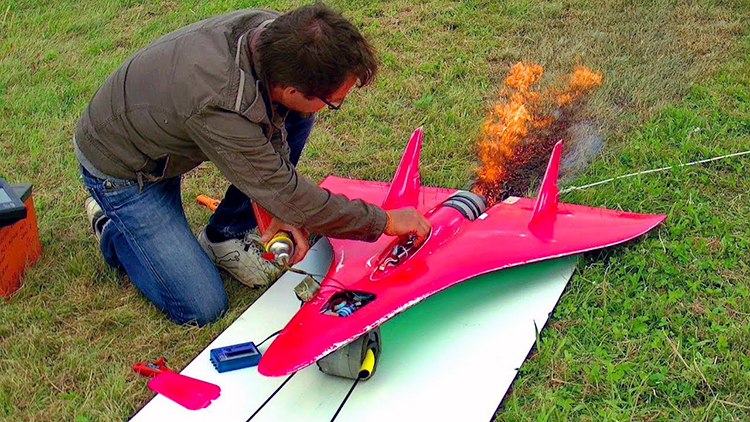 World's Fastest RC Airplane Has a Turbine Jet Engine and Reaches Insane Speeds Up to 451 MPH