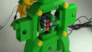 Rubik's Cube Solving Robot