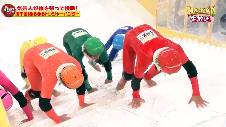 Uno spettacolo di giochi giapponese divertente con concorrenti-6991