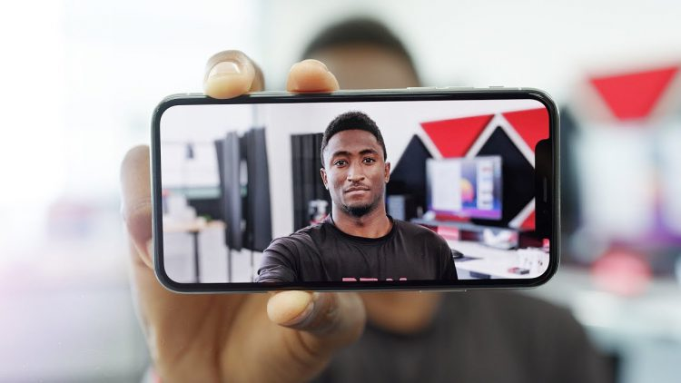 How the Portrait Mode on Several Different Smartphones Compares to an Expensive Camera