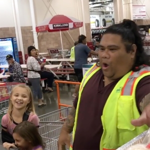 Two Adorable Young Girls at Hawaiian Costco Insist That Cashier is the Real Maui From Disney's Moana