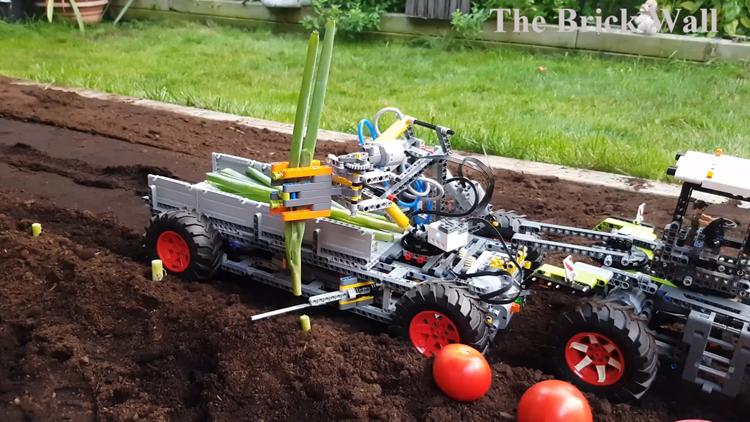 A Functioning LEGO Harvesting Machine