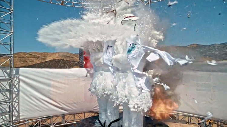 Blowing Up an Ice Sculpture in Super Slow Motion Using a 'Bullet Time' Rig