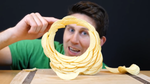 Successfully Stacking Pringles Chips In a Complete Circle Without Glue