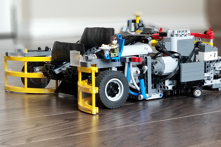 A Functioning LEGO Roomba Vacuum Cleaner That Sweeps Up LEGO Pieces Left on the Floor