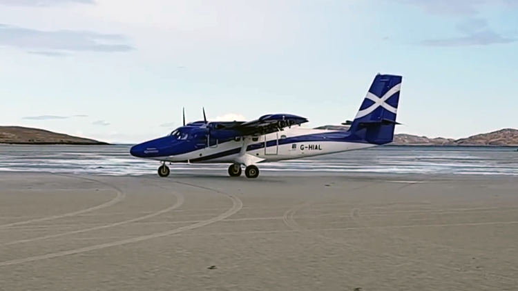Pilot Lands His Plane at an Airport in Scotland That Has a Beach For a Runway