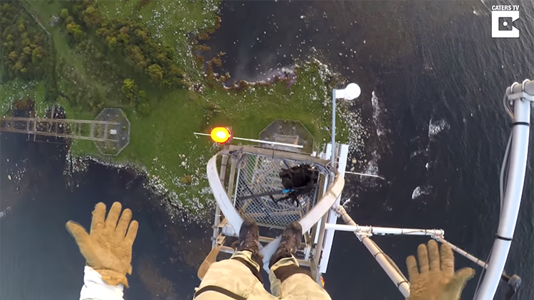 Daredevil Climbs 460 Foot Mast Capturing Breathtaking POV Footage of the Area Below