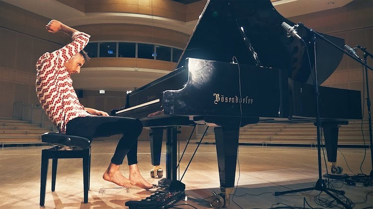Barefoot Musician Performs Incredible Piano Cover of Toto's 'Africa' Using Every Part of the Instrument