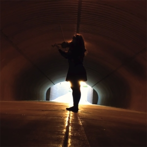 Violinist Performs a Beautiful Cover of 'The Force Theme' From Star Wars in a Tunnel