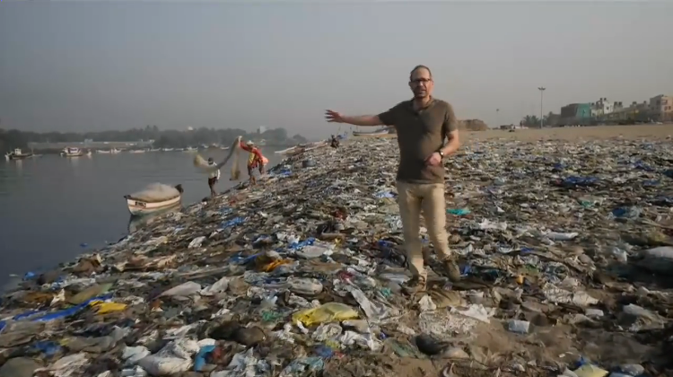 Hundreds of Volunteers Clear 12,000 Tons of Plastic Trash From a Beach in Mumbai