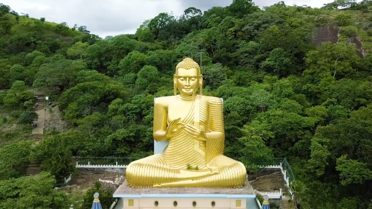 An Incredible Massive Temple Inside Five Sri Lankan Caves That Houses 153 Golden Buddha Statues