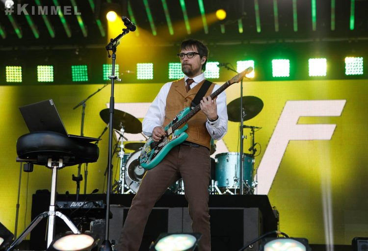 Teenage Fan Convinces Weezer to Play the Toto Song 'Africa' Through a Clever Twitter Campaign