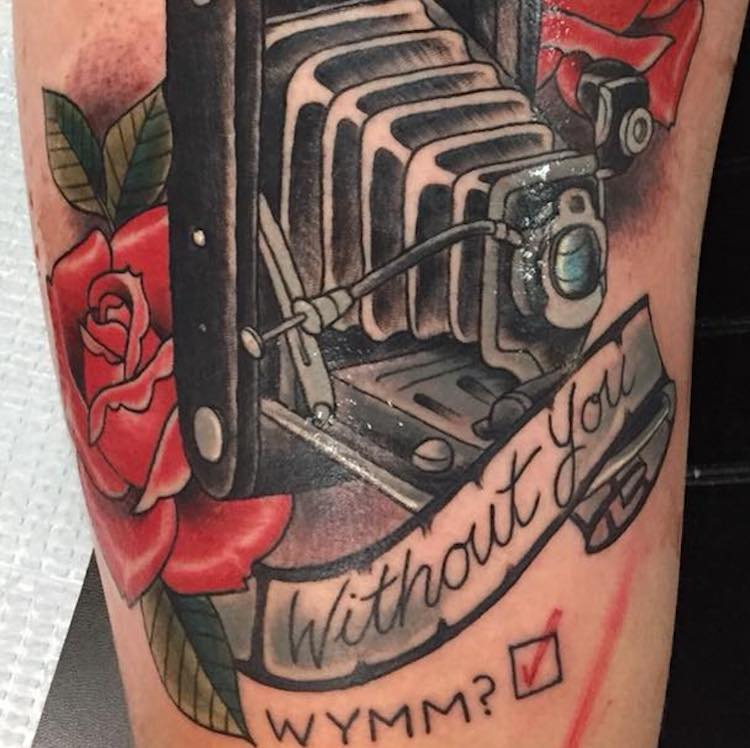 A Romantic Man Proposes to His Photographer Girlfriend With a Beautifully Elaborate Camera Tattoo