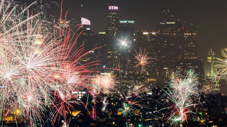 Amazing Panoramic Helicopter Footage of Legal and Illegal Fourth of July Fireworks Over Los Angeles