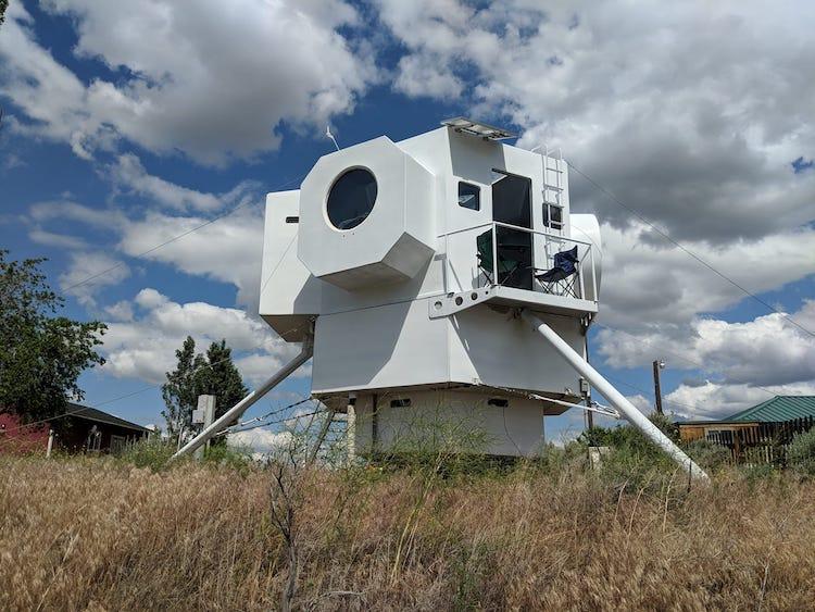 A Brilliantly Designed Lunar Lander Tiny Home