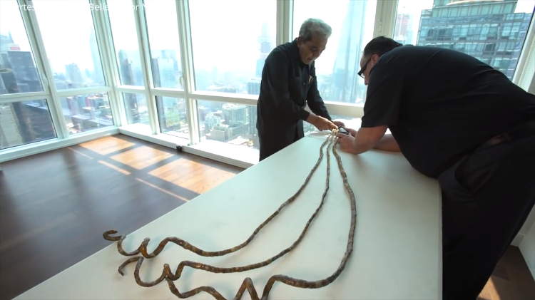 82 Year Old Man With the World\'s Longest Fingernails Cuts Them Off ...