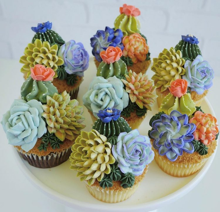 Beautiful Desserts Decorated With Realistic Buttercream Plants, Flowers and Succulents