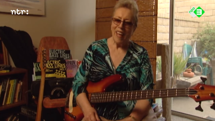 Original Wrecking Crew Member Carol Kaye Talks to Dutch TV About Her Most Iconic Guitar/Bass Licks