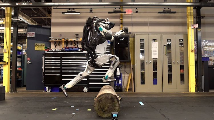 Boston Dynamics Atlas Humanoid Robot Does Parkour