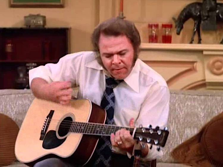 Roy Clark Performs an Absolutely Incredible Flamenco Cover of 'Malagueña on 'The Odd Couple' in 1975