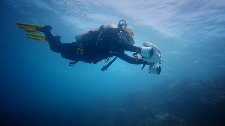 Sublue WhiteShark Mix Underwater Scooter Under Water