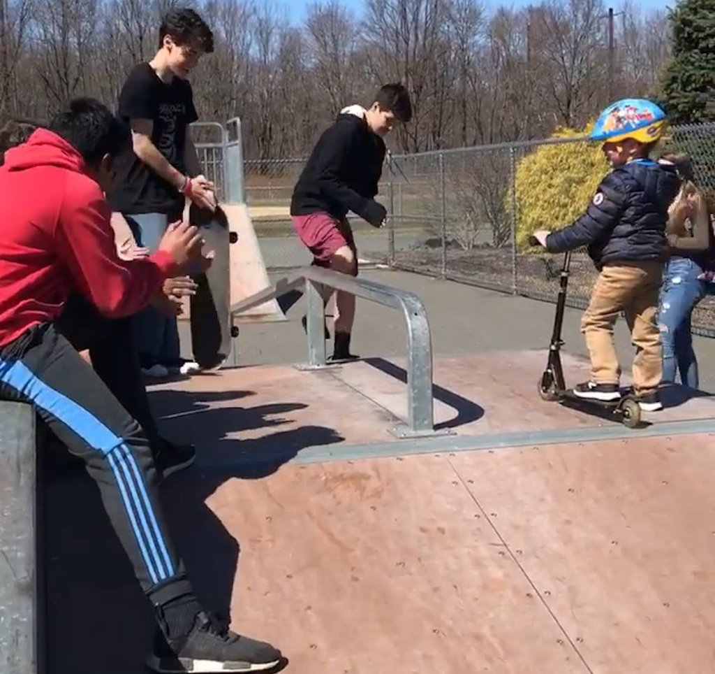 Skaters Teach 5 Year Old Boy to Skate