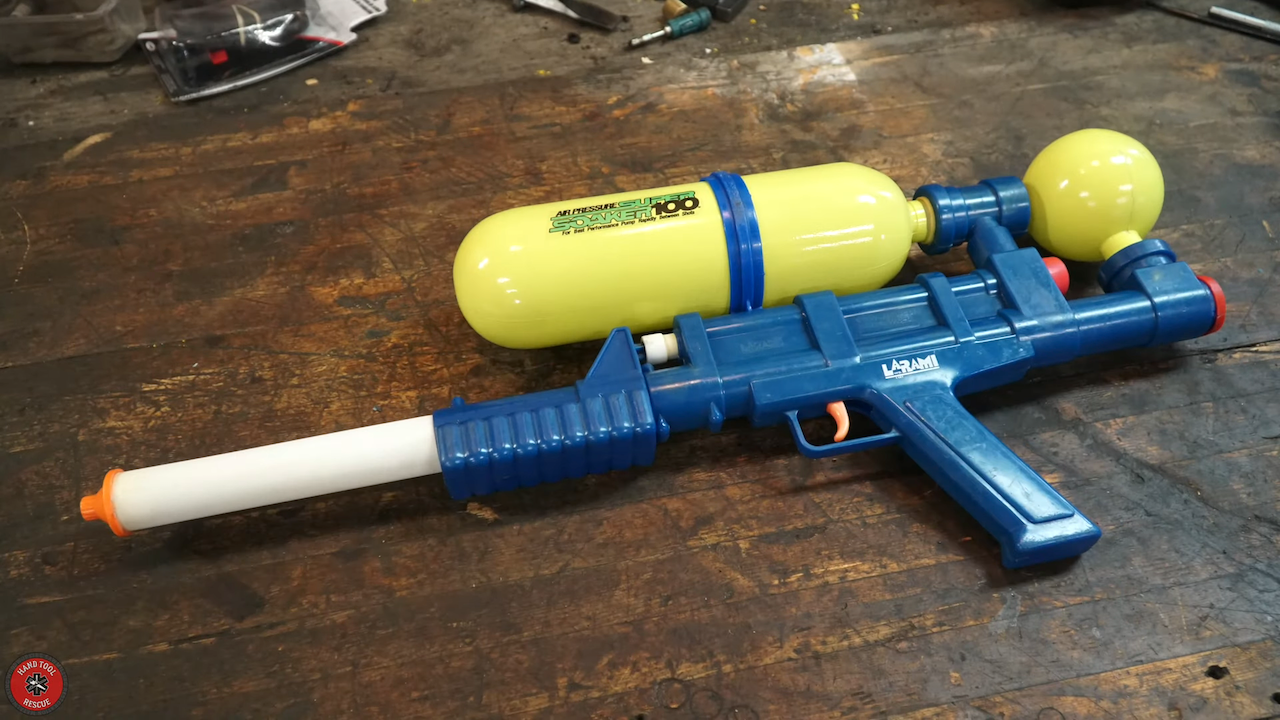 A 1990 Super Soaker Appears to Restore Itself to Original Condition in Amusing Stop-Motion Timelapse