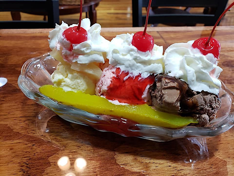 Missouri Coffee House Serves an Oddly Tantalizing Ice Cream Split That Uses Pickles In Place of Bananas