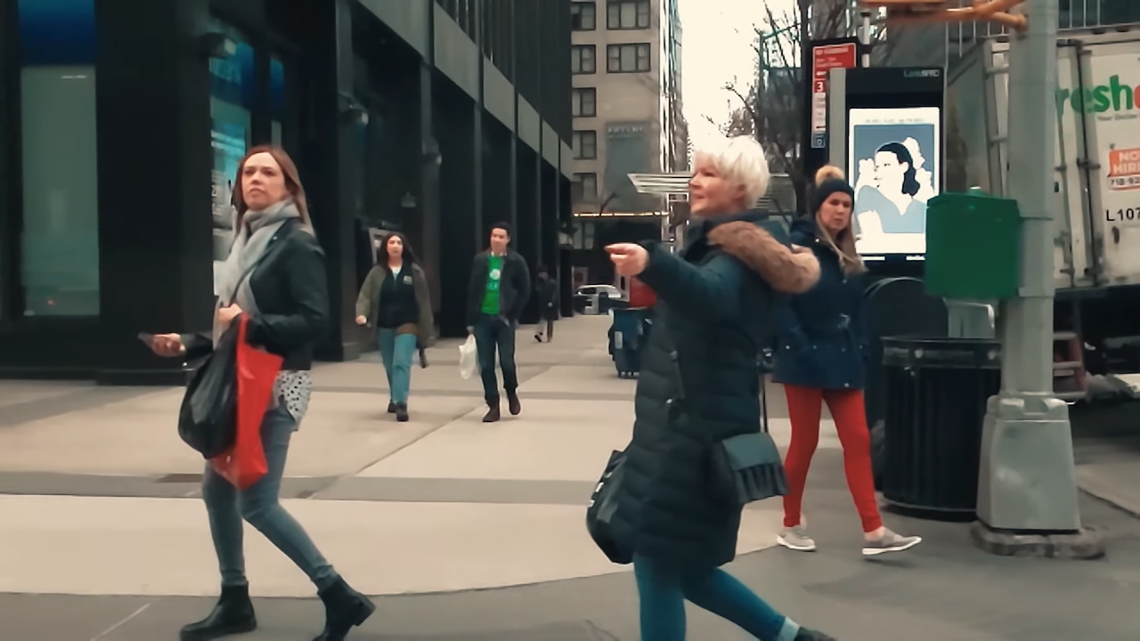 New Yorkers Appear to Be Frozen in Place in Super Slow-Motion Footage Shot With a Galaxy S10