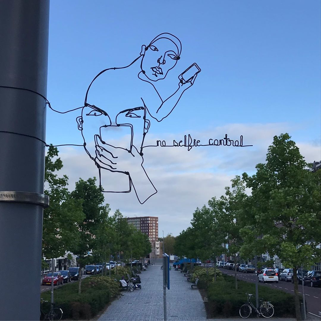Amazing Continuous Bent Wire Portraits Installed Around the World in Interesting Outdoor Places