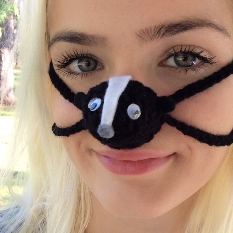 Nose Warmer Silly Skunk