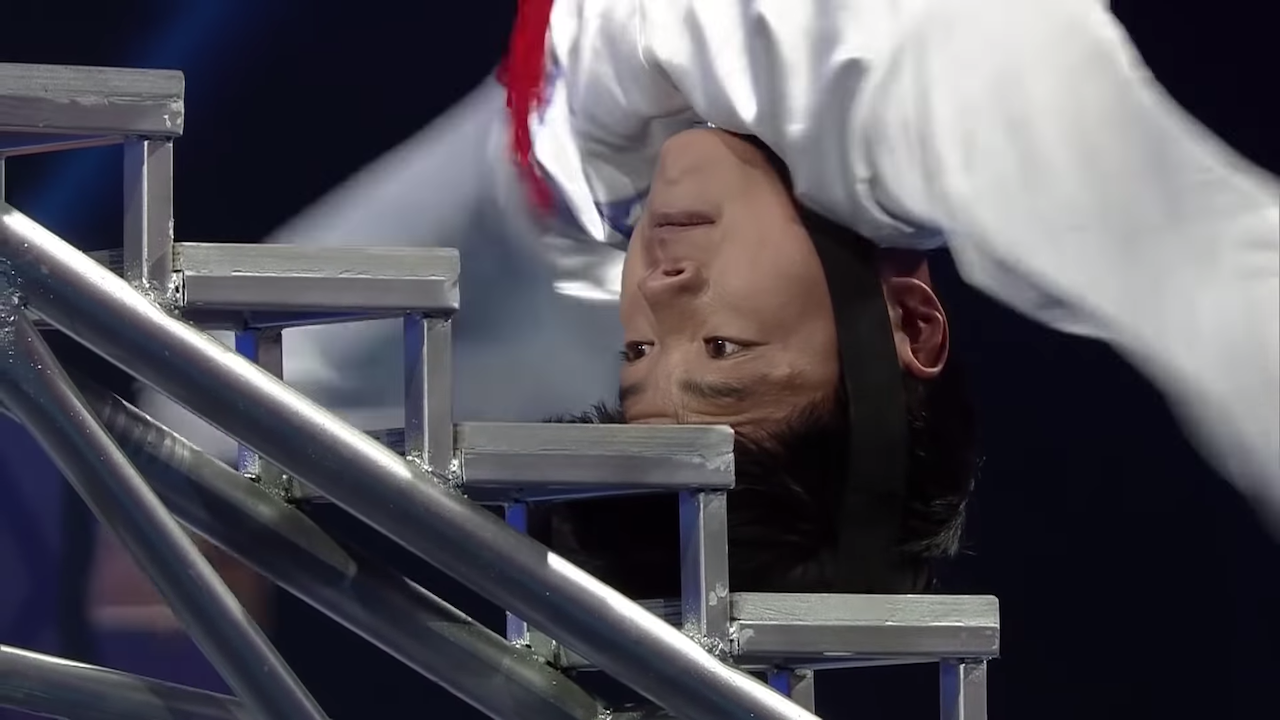 Acrobatic Man Breaks His Own Guinness World Record by Climbing an Amazing 36 Metal Steps With His Head