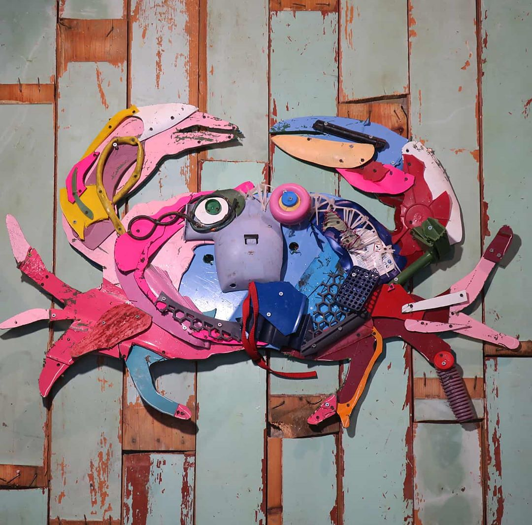 Hyper-Realistic Animals Sculptures Made Out of Trash