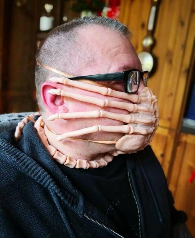 Facehugger Mask