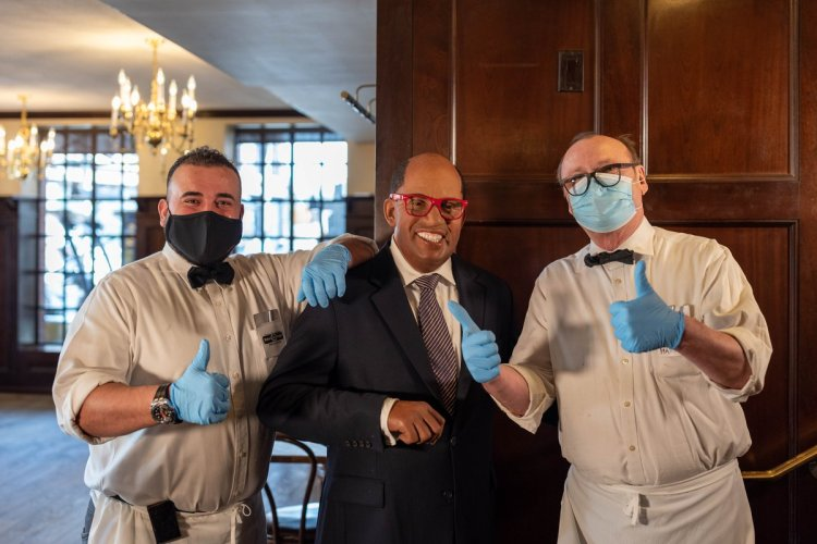 Al Roker With Waiters Peter Luger Madame Tussaud