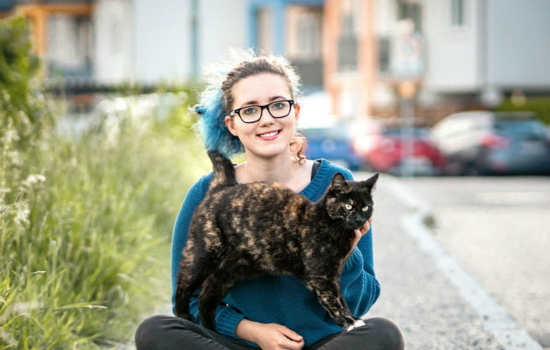 Anika and Alexis Cat World Record