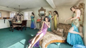 House for Sale Mannequins Living Room