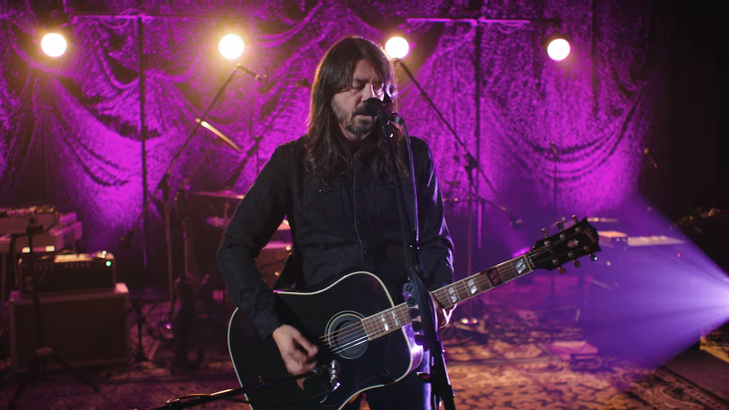 Dave Grohl Tells the Story of 'Everlong' Before Playing Acoustic Version of the Song at Oates Song Fest 7908