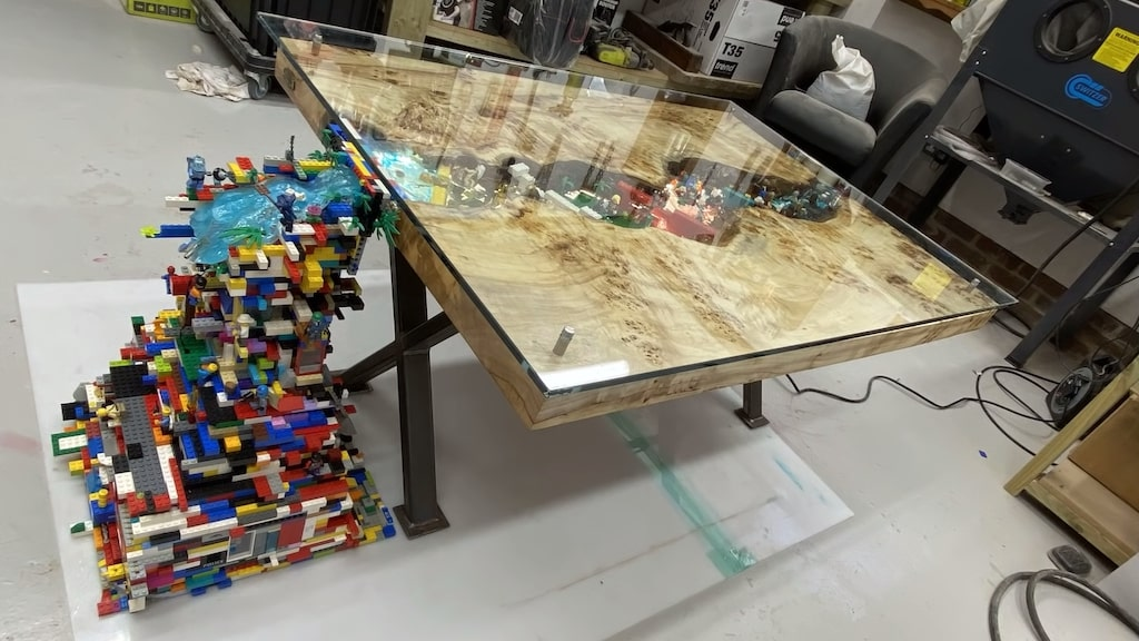 Waterfall Table with Embedded TV Lights Waterfall 10000 LEGOS