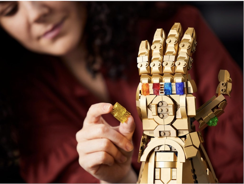 LEGO Infinity Gauntlet Upright