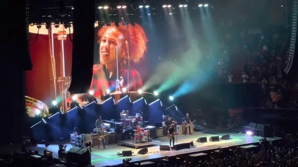 Foo Fighters Nandi Bushell Everlong LA Forum