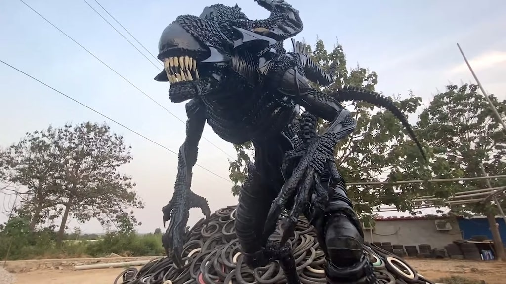 Human Size Alien King Made From 200 Recycled Tires