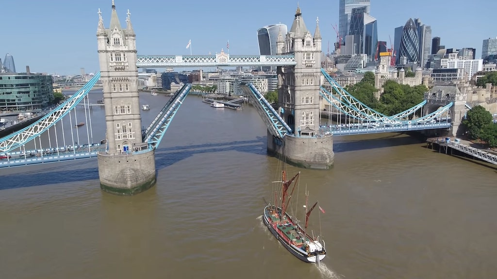 Tom Scott Raises the Tower Bridge in London