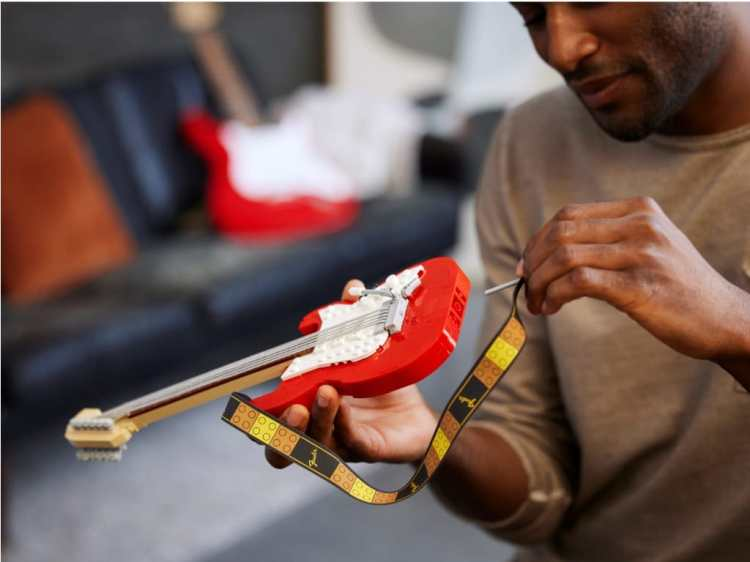 Fender Stratocaster LEGO Set Plug