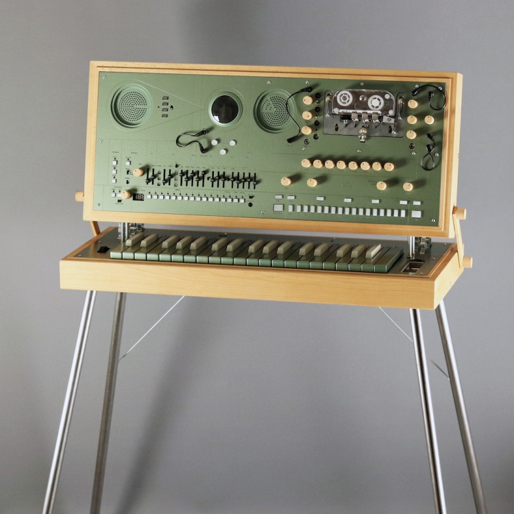 ec1 Love Hulten Portable Synth
