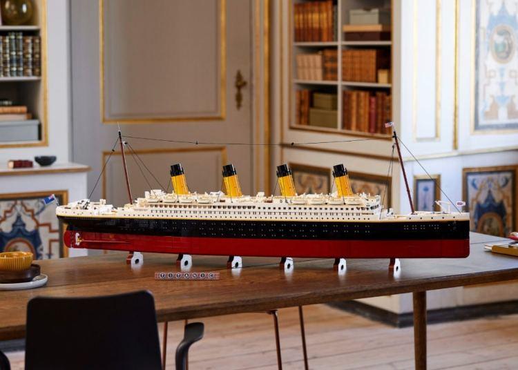 LEGO Titanic Desk