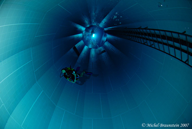 Nemo 33 Photo by Michel Braunstein